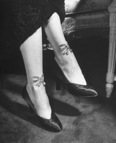Sequined stockings with bowknots 1949
