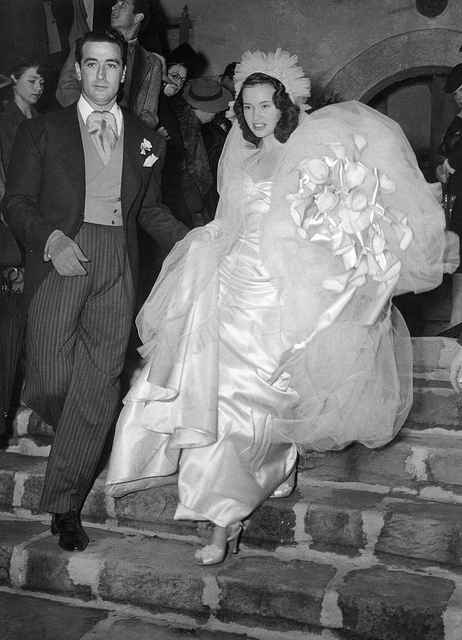 gloria-vanderbilt-pat-de-cicco-howard-greer-wedding-dress