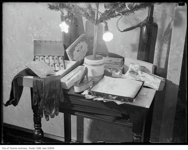 Miss Marjorie Laing, Xmas [Christmas] gifts.