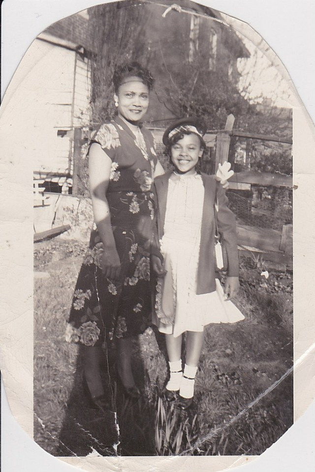 1940s vintage image of mother and daughter
