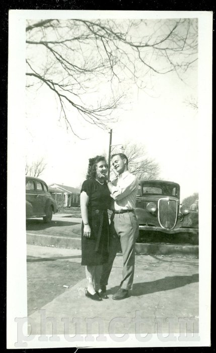 1940s-couple-with-car-vintage-image