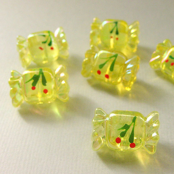 vintage-yellow-clear-lucite-cherry-candy-buttons