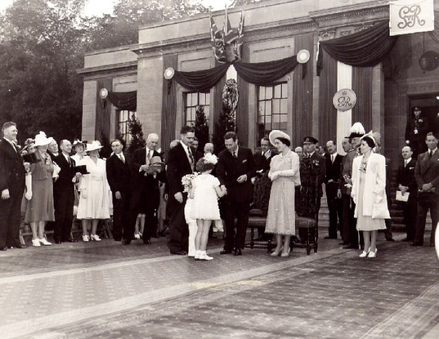 1939 Royal Tour king george and elizabeth Niagara Falls Canada vintage image