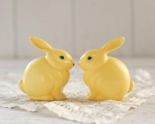 vintage 1950s plastic easter bunnies
