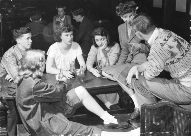 1940s student life at University of chicago dining hall vintage image