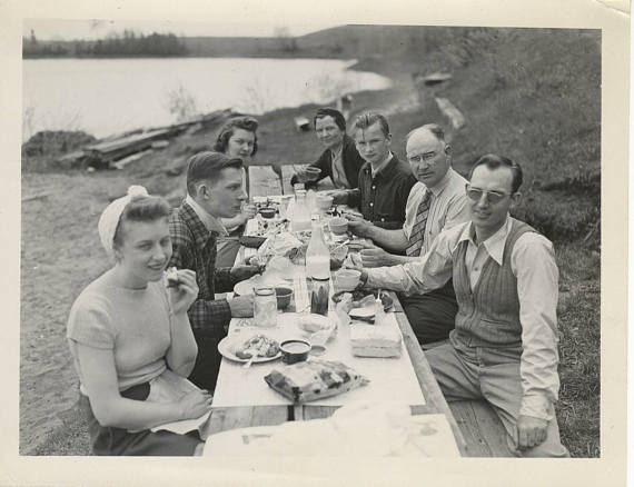 early 1950s vintage family picnic image