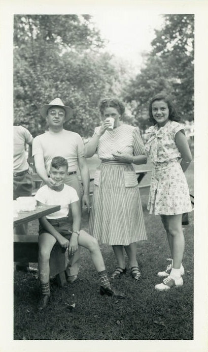 vintage 1940s image of family at a park having a picnic