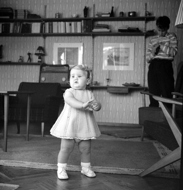 1958 Baby in livingroom vintage photo