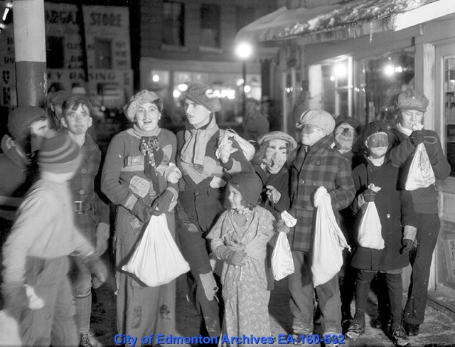 1935 kids trick or treating vintage photo