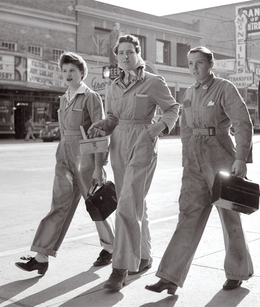 Canadian Women arrive for work in Edmonton 1943 vintage photo