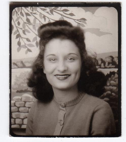 1940s photobooth vintage image of a beautiful young woman