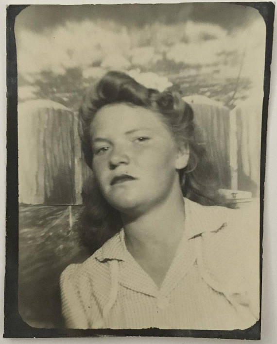 1940s vintage photobooth image of young teenage girl