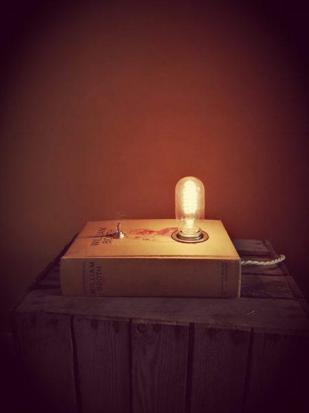 boekenlamp en de schemer