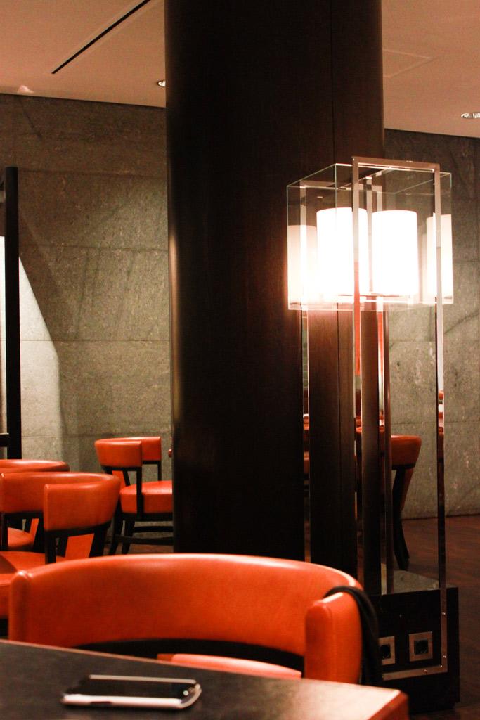Lampe im Restaurantbereich Hyatt Berlin
