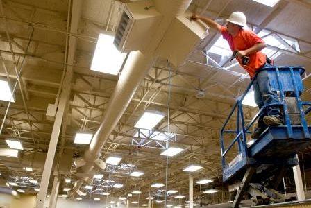 Remodelação de sistema de ventilação em centro comercial.
