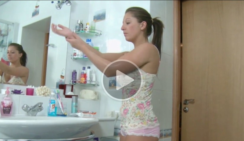 Innocent Stepsister Wants Sex in the Bath!