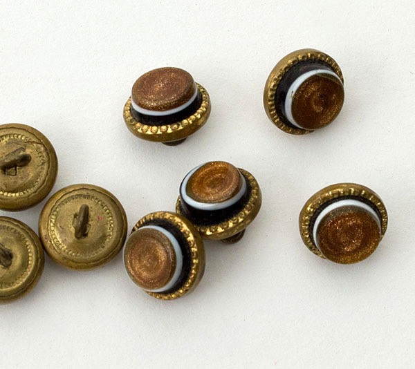 8 bull's eye glass/brass buttons, 19th century