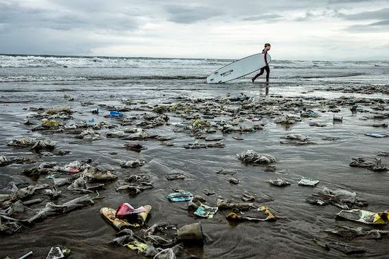 Rubbish on Kuta beach - we didn't go