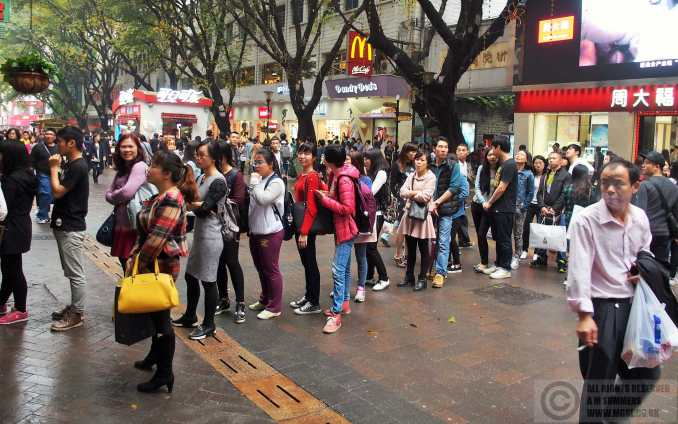 Queuing for roast chestnuts in Beijing Avenue. Yes, queuing! That never happened when we were here in 1987!