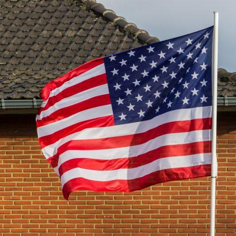 American Flag scaled investing español, noticias financieras