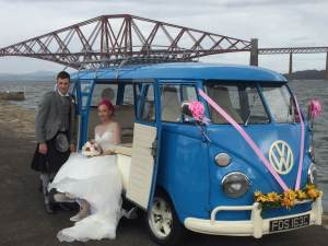 the-nicols-with-meg-in-candy-pink-sunflowers-at-forth-rail-bridge