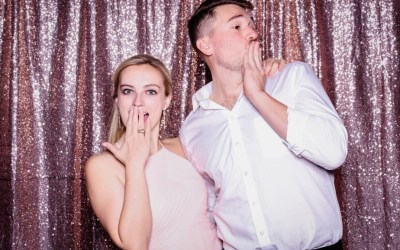 How To Pose In A Photobooth