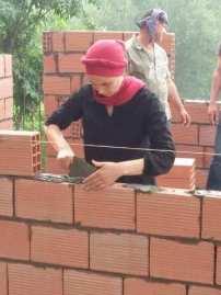 Tout le monde contribue aux constructions dans l'aasociation Tadukil