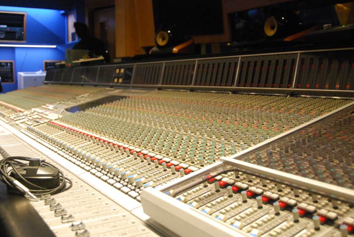 abbey-road-mixing-desk