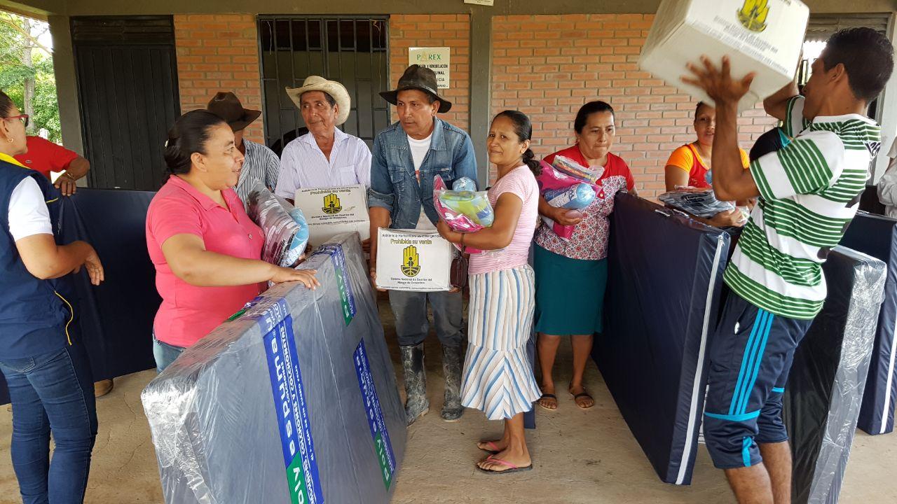 La Gobernación entregó ayudas a 10 familias damnificadas por el invierno en  la vereda Elvecia, Paz de Ariporo – Violeta Stereo Casanare