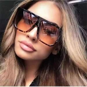 óriási kocka leopárd mintás napszemüveg