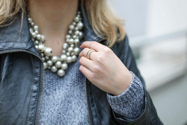 Foto-by-Nadja-Nemetz-Wien-wienerblogger-blogger-fashionblogger-modeblogger-fashion-mode-outfit-jacket-blonde-blondie-jacke-tasche-lederjacke-perlenkette-eduscho-tchibo-3