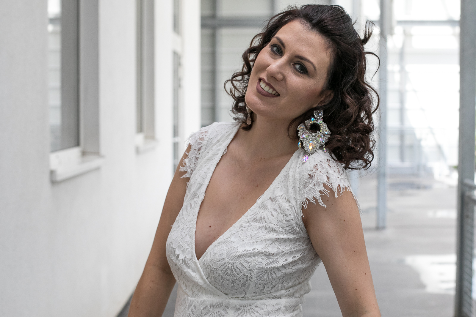 outfit_outfitpost_stradivarus_shooting_blog_wien_vienna_outfit_fotobyannaschuecker_anna_schuecker_annaschuecker_nadjanemetz_nadja_nemetz_violetfleur_violet_fleur_jumpsuit_white_lace_whitelace_summeroutfit_summer_party_partyoutfit_helenadia_helena_dia_6