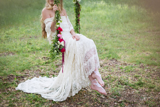 Weddings: Romantic Floral Tree Swings - bridal inspiration