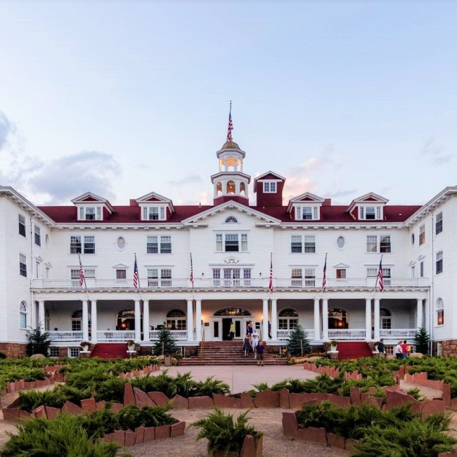 The Stanley Hotel, Estes Park, Colorado (Photo Credit: Wikipedia)