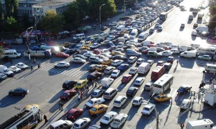 Засилен трафик: Хиляди пак хукват за Гергьовден