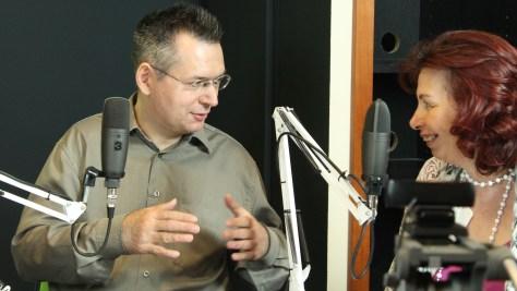 Fülöp Hajnalka újságíró és Szilágyi Árpád szerkesztő-műsorvezető a megvalósított videojátékokról beszélget. Fotó: Nemes Ilona
