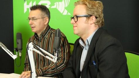 Szilágyi Árpád műsorvezető és Képes Gábor IT-múzeológus kommentelik a Beat Sabert. Fotó: Nemes Ilona