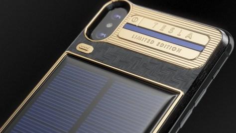 Az orosz Caviar cég napelemmel látta el az iPhone X-et – és méregdrágán árulja (forrás: Caviar)