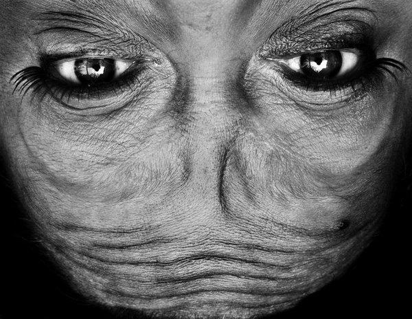 將我們的臉倒轉就會變成外星人?14張意想不到的反轉人臉大特寫!