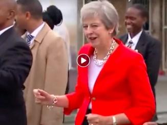 engelsk premierminister danser