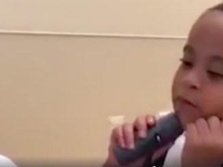 dreng taler for første gang