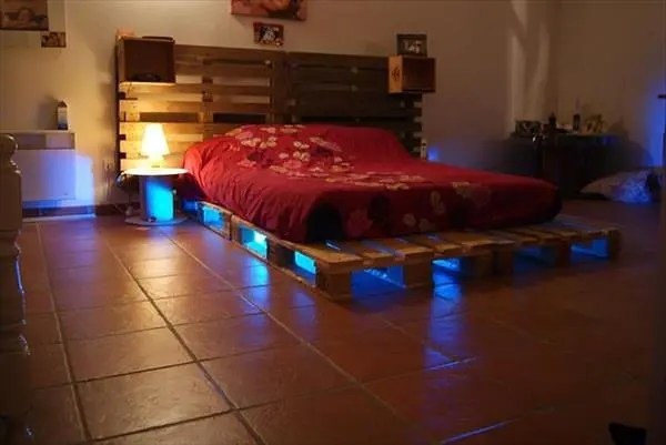 Creatively-Recycling-Ideas-Top-20-DIY-Pallet-Beds-homesthetics-1
