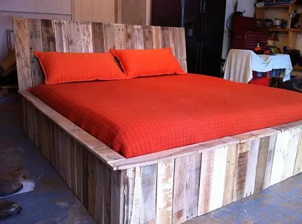 Creatively-Recycling-Ideas-Top-20-DIY-Pallet-Beds-homesthetics-23