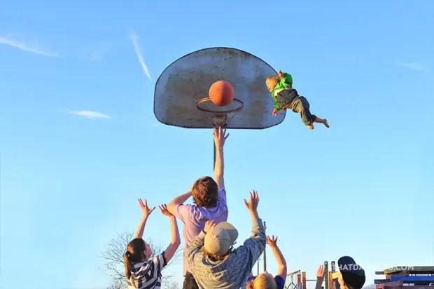 niño-sindrome-down-vuela-fotos-baloncesto