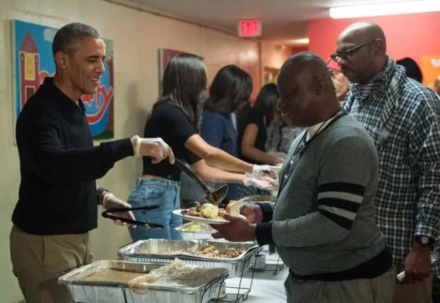 obama-sirve-comida-a-personas-sin-hogar2