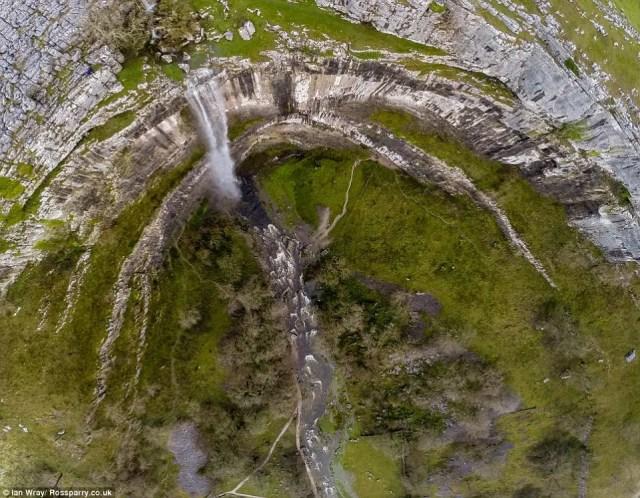 cascada-fluye-reino-unido4