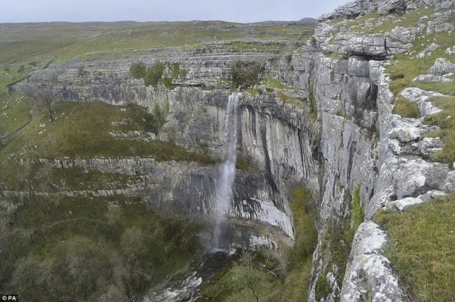 cascada-fluye-reino-unido5