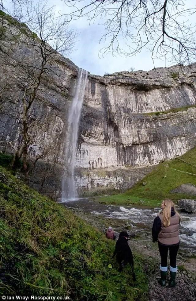 cascada-fluye-reino-unido9