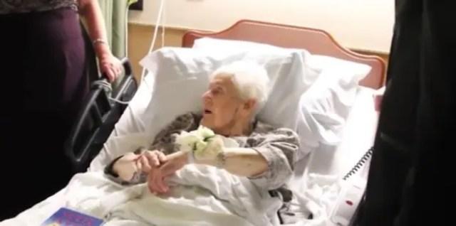 recien-casados-sorprenden-a-su-abuela-antes-de-morir8