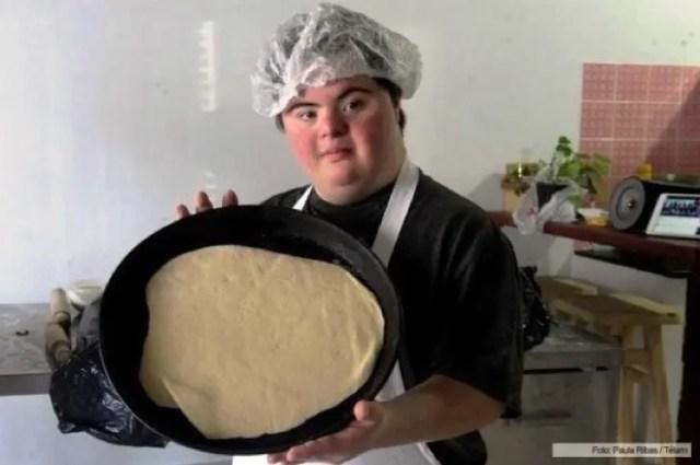 jovenes-sindrome-de-down-montan-pizzeria4